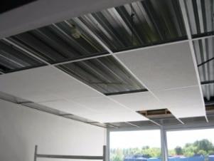 Systeemplafond plaatsen